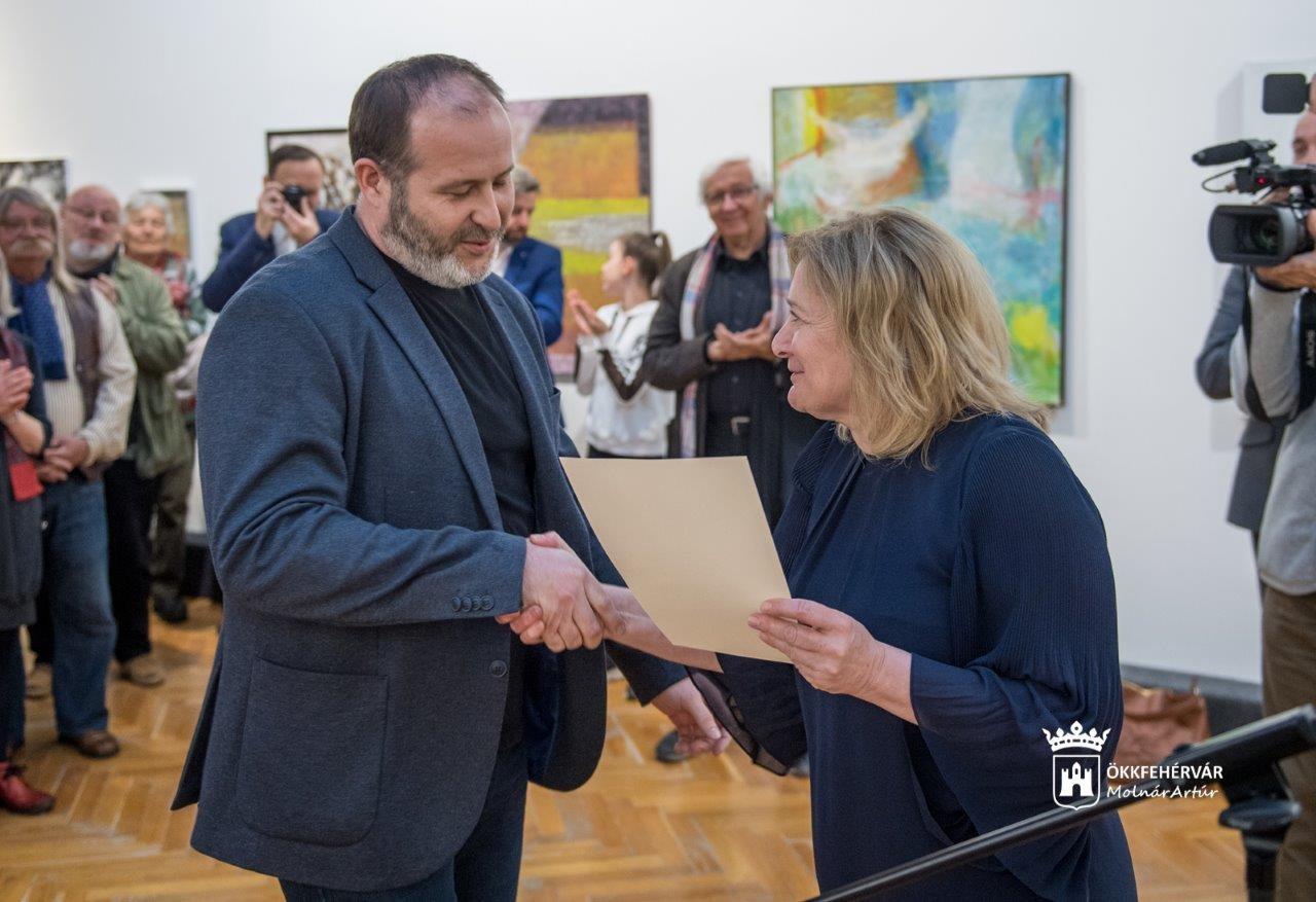 Fejér megyei képző- és iparművészeti kiállítás nyílt a Csók István Képtárban