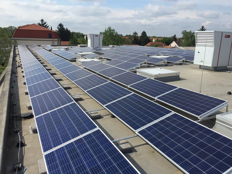 Elkészült Martonvásár sportcsarnokának napelemes rendszere