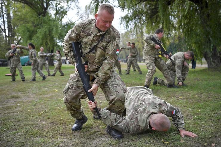 Kiemelt cél, hogy külföldi képzéseken is részt vegyenek a katonák