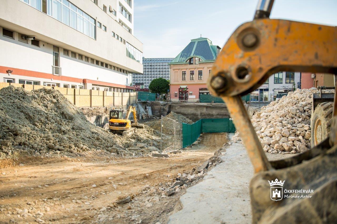 Jövő év elején nyit az első székesfehérvári parkolóház