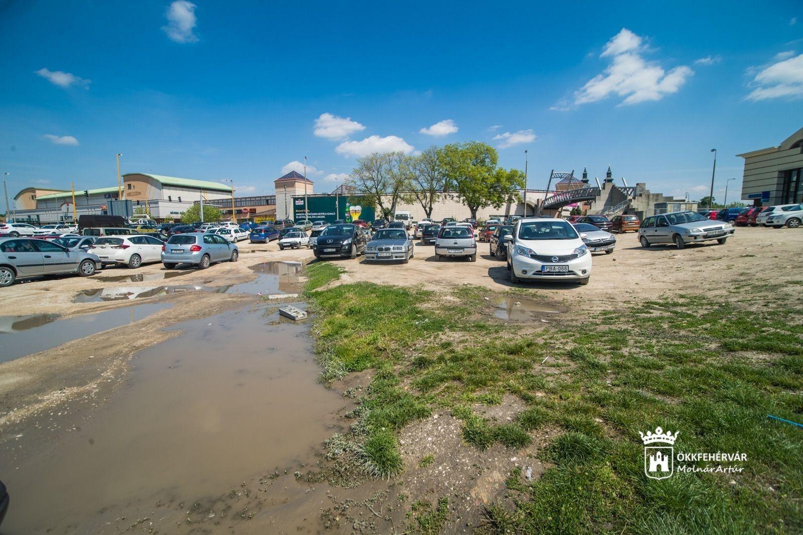 Világmárkákkal bővülhet a székesfehérvári plaza kínálata, új parkolóhelyek létesülnek a belvárosban