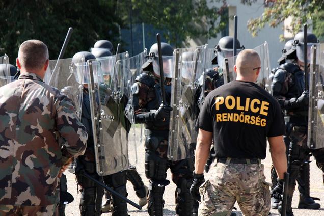 Átfogó felkészítést kapnak a katonák, mielőtt a határra mennének