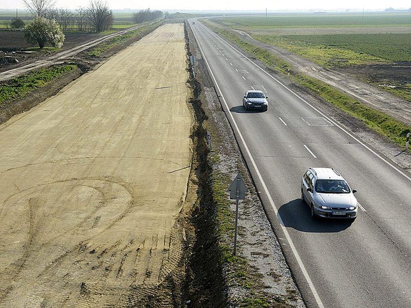 M4-es beruházás - Eddig több mint harmincmilliárd forintot kaptak a leállított projekt kivitelezői