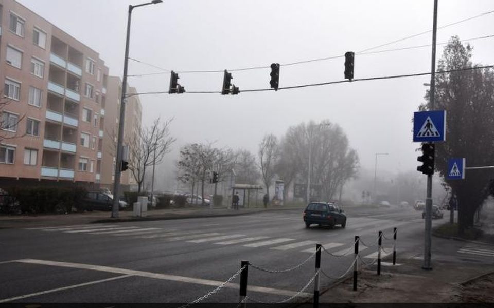 Új jelzőlámpák vigyázzák a közlekedők biztonságát Szolnokon