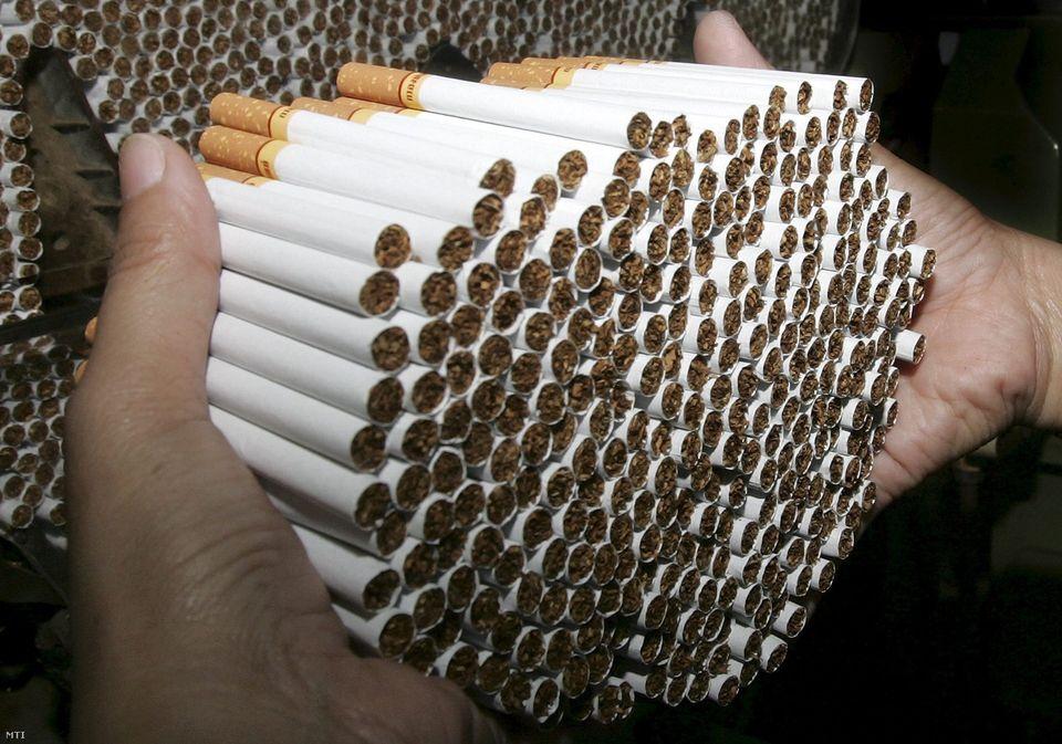 Jogerősen elítélték a szolnoki illegális cigarettagyárat működtető vádlottakat