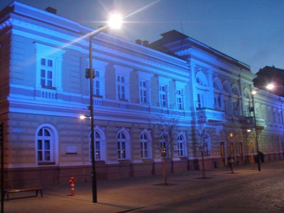 Kék séta az autistákért, kékbe öltözik a városháza is
