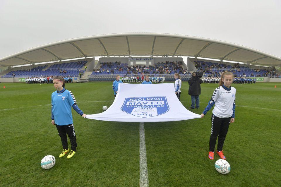 Átadták az újjáépített Tiszaligeti Stadiont Szolnokon