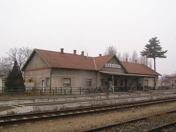 A megye több települése is részt vesz a vasútállomások környezetének gondozásában