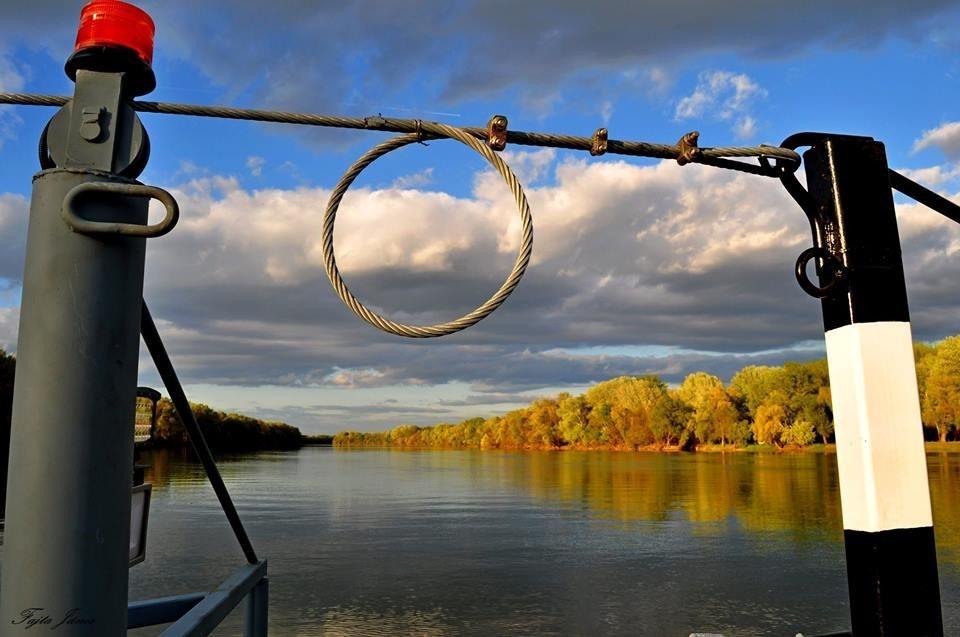 Ilyen gyönyörű a Tisza a poklot megjárt kompról