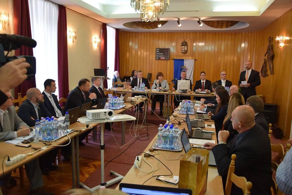 Zárt ülésen tárgyalták a megyei TOP-os pályázatokat