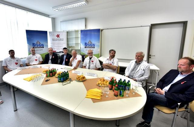 A kecskeméti gyerekosztály főorvosa nem kertelt a Duna-Aszfalt támogatása kapcsán