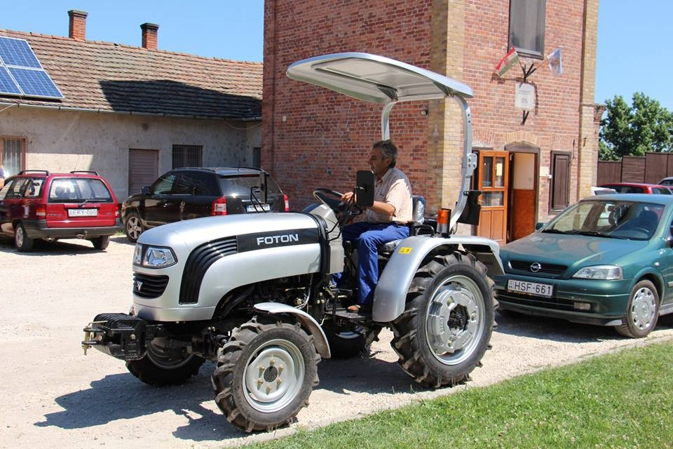 Új traktorral bővült Törökszentmiklós közfoglalkoztatása