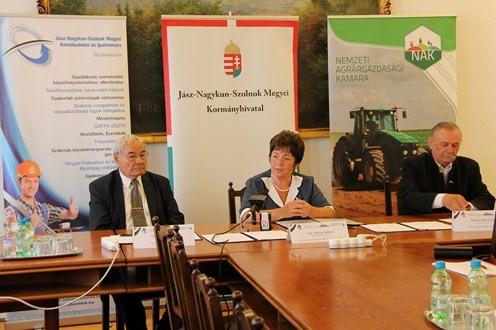 Együttműködési megállapodást kötött a kormányhivatal a vállalkozások tevékenységének segítése érdekében