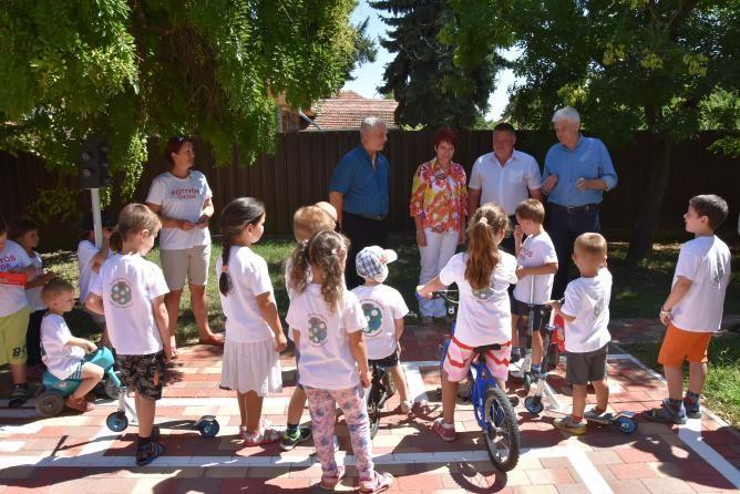 KRESZ-parkot kapott a szolnoki Pöttyös ovi