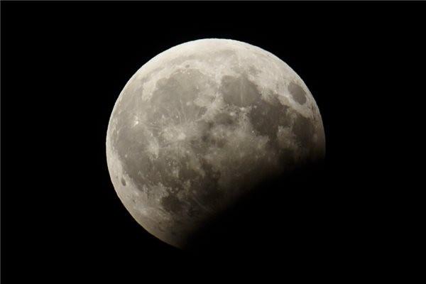 Ha lemaradt volna róla: így fogyatkozott a Hold Tiszaföldvár felett