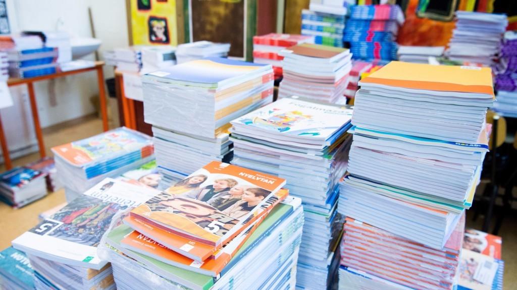 Érkeznek a tankönyvek a szolnoki iskolákba