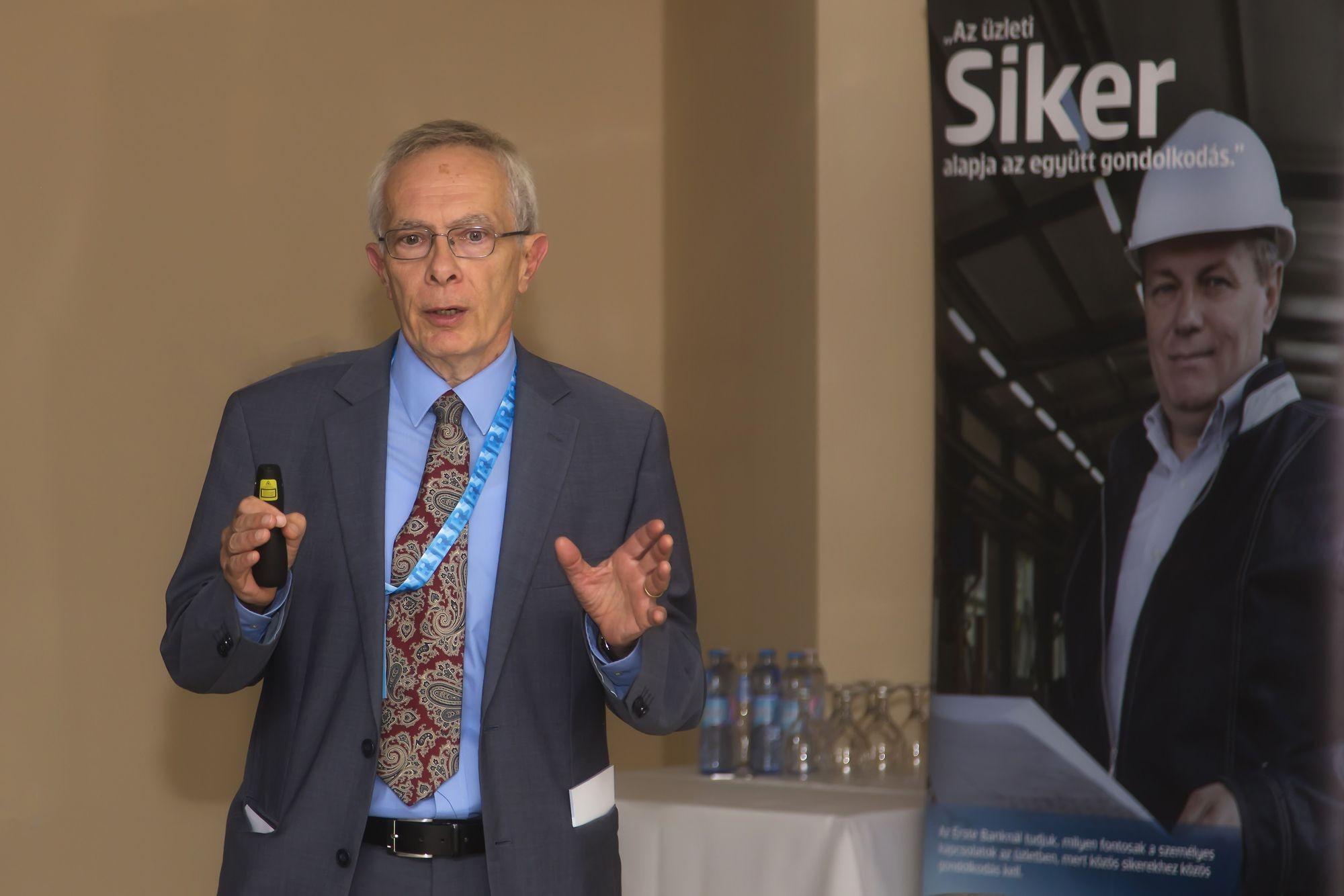 Bod Péter Ákos tartott előadást a jászberényi ipari fórumon