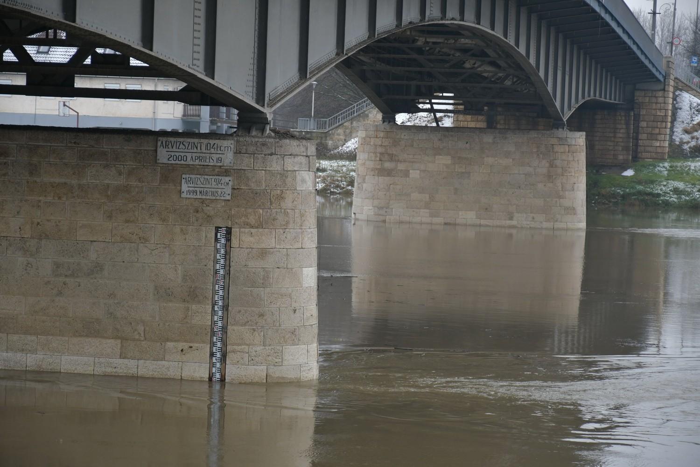 Az árhullám még nem tetőzött megyénkben de már mérséklődött a belvízi készültség