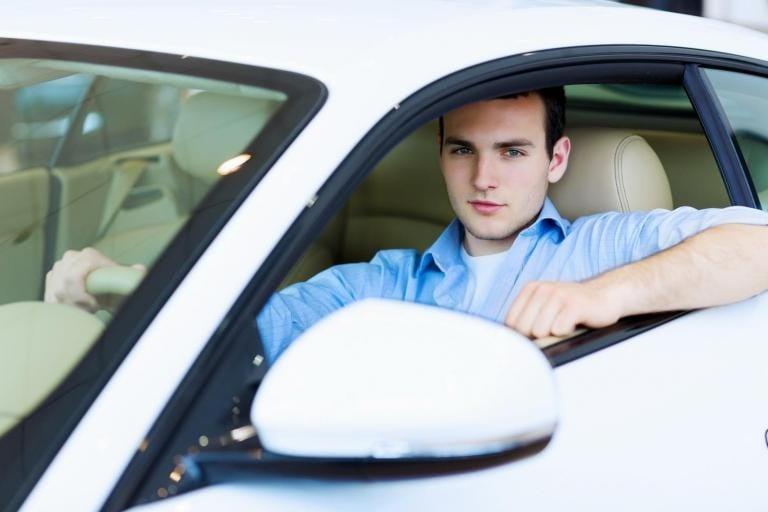 """Fehér autóval """"vadásznak"""" a jászberényi gyerekekre?"""