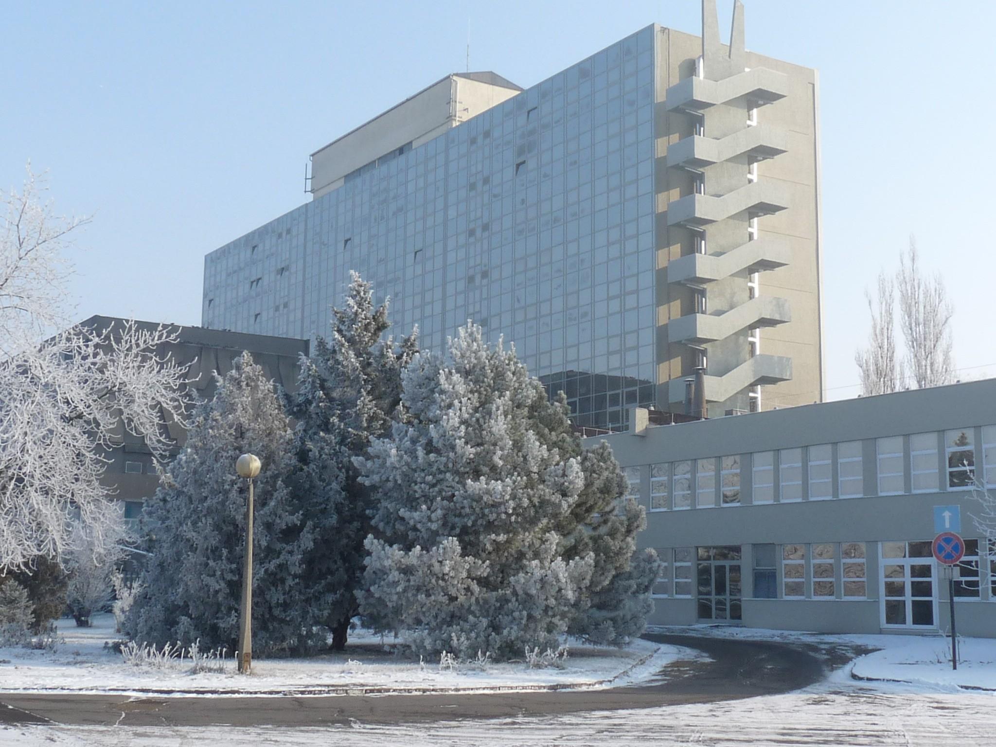 Látogatási tilalmat rendeltek el a karcagi kórház több osztályán