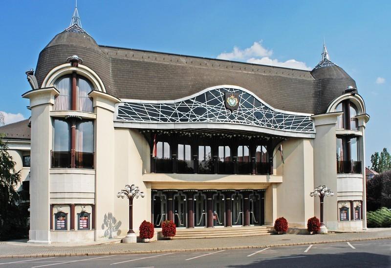 Eddig 250 millió forintot biztosított a kormány a szolnoki Szigligeti Színház felújítására