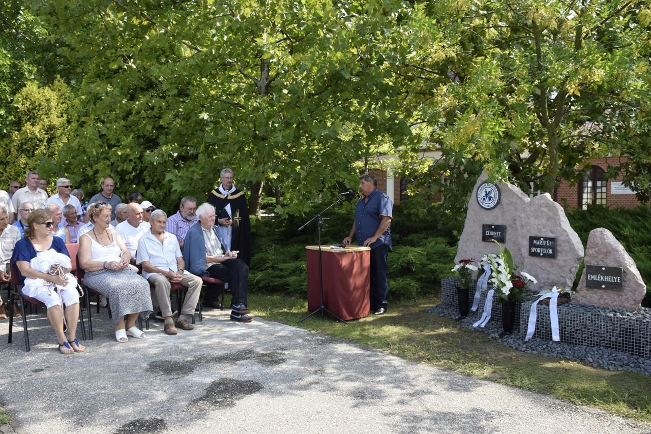 Emlékhelyet avattak az elhunyt martfűi sportolók tiszteletére