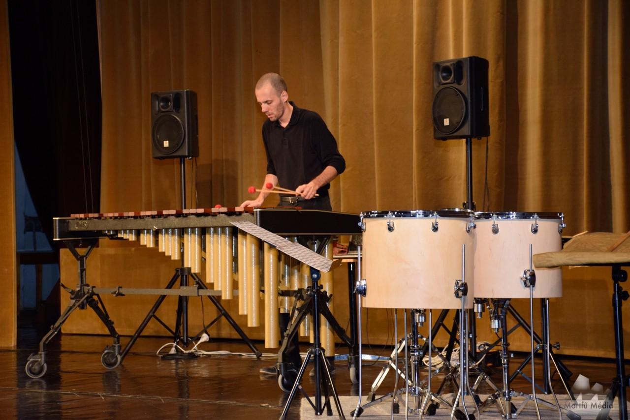 Simon Bence ütőhangszeres koncertje Martfűn