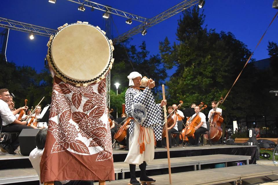 Japán kagylókürt és taiko dob hangjaival indult az idei Parti-túra Szolnoki Szimfonikus Nyár