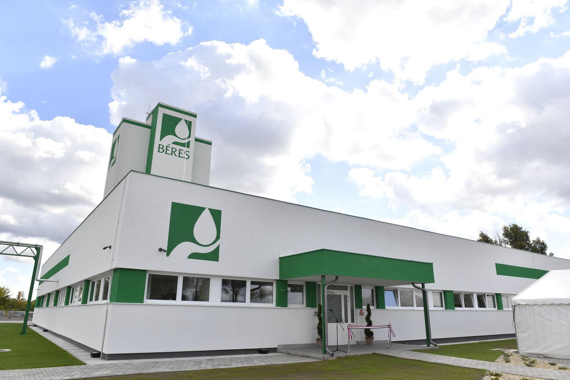Új laborépületet adtak át Béres szolnoki gyárában