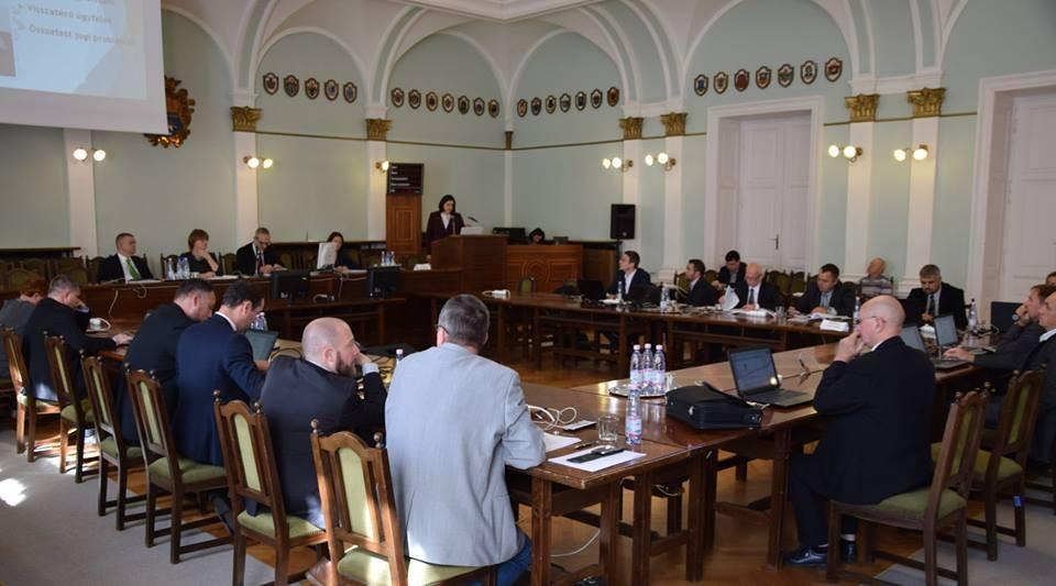 Ágazati tájékoztatók, megyebáli adomány, együttműködések jóváhagyása volt a Közgyűlés témája