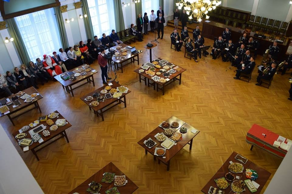 Több mint félmillió forint gyűlt össze a szolnoki sütivásáron
