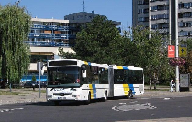 Újra a régi pályákon közlekednek a szolnoki buszok