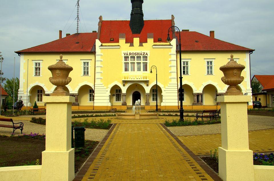 Korszerűsítettek három önkormányzati épületet Tiszafüreden