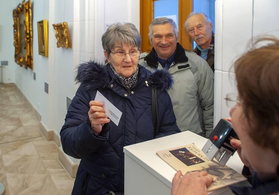 Tízezredik látogatóját köszöntötte a Munkácsy-kiállítás Szolnokon