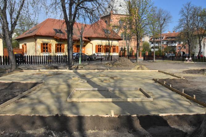 Készül az új játszótér a Tisza parkban