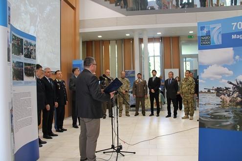 Megnyílt a NATO 20 vándorkiállítás Szolnokon