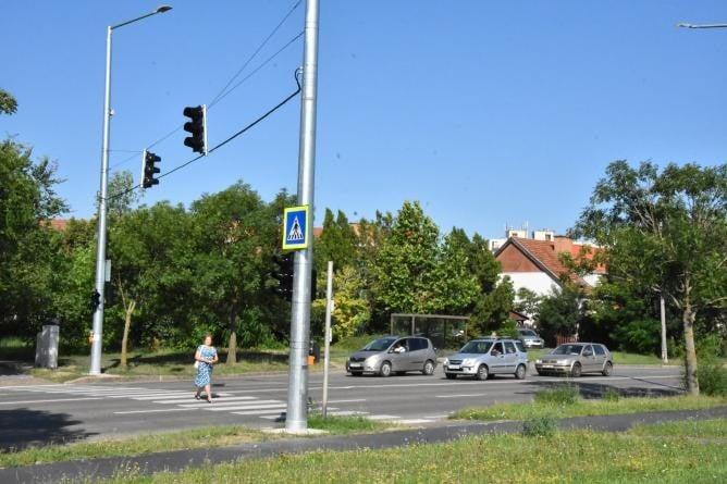Gyorshajtásnál pirosra vált Szolnokon a Széchenyi lakótelep új jelzőlámpája