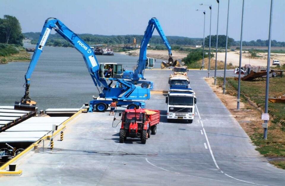Jelentős csomóponttá fejlesztik a gönyűi kikötőt