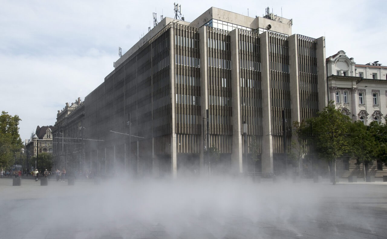 Új irodaház épül a parlament közelében