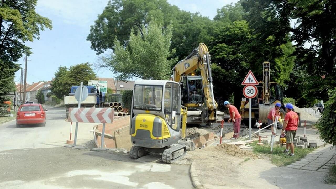 Vége az állandó beázásnak a megújuló soproni utcában
