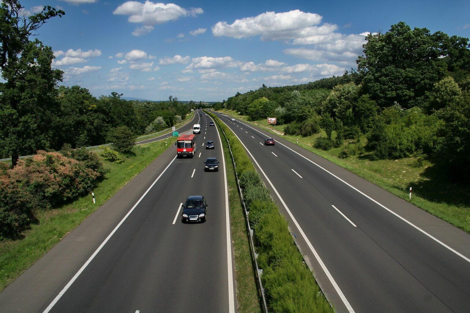 Ezeket a közúti beruházásokat vállalta be a kormány 2022-ig