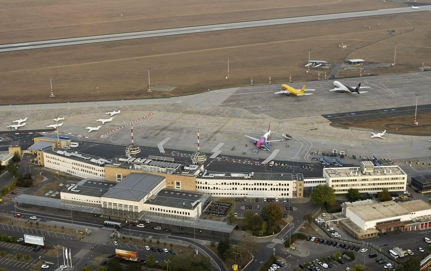 13 ezer négyzetméteres csarnokot kap a DHL a reptéren