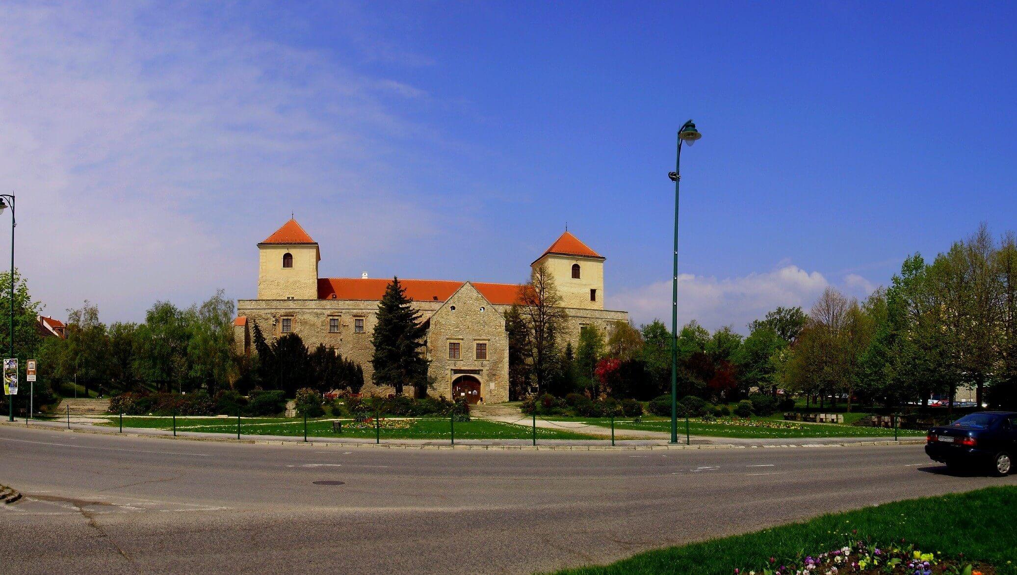 Elkészült a 8-as főút várpalotai szakaszának felújítása