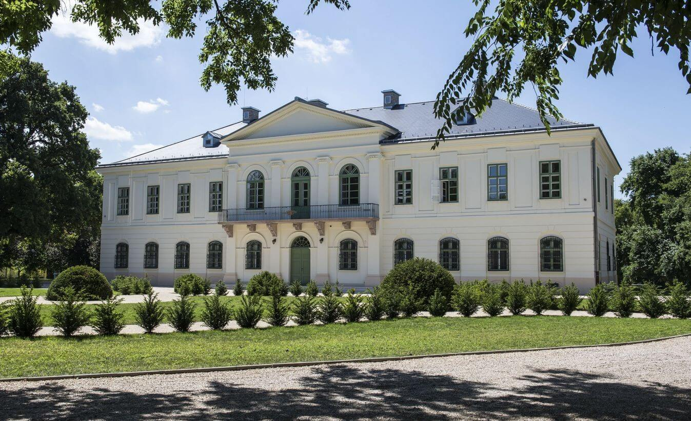 Kínai-magyar központként újult meg a perkátai kastély