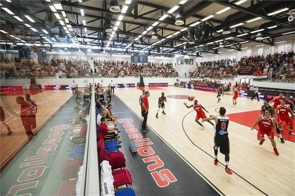 Másfélezres sportcsarnok épült Oroszlányban