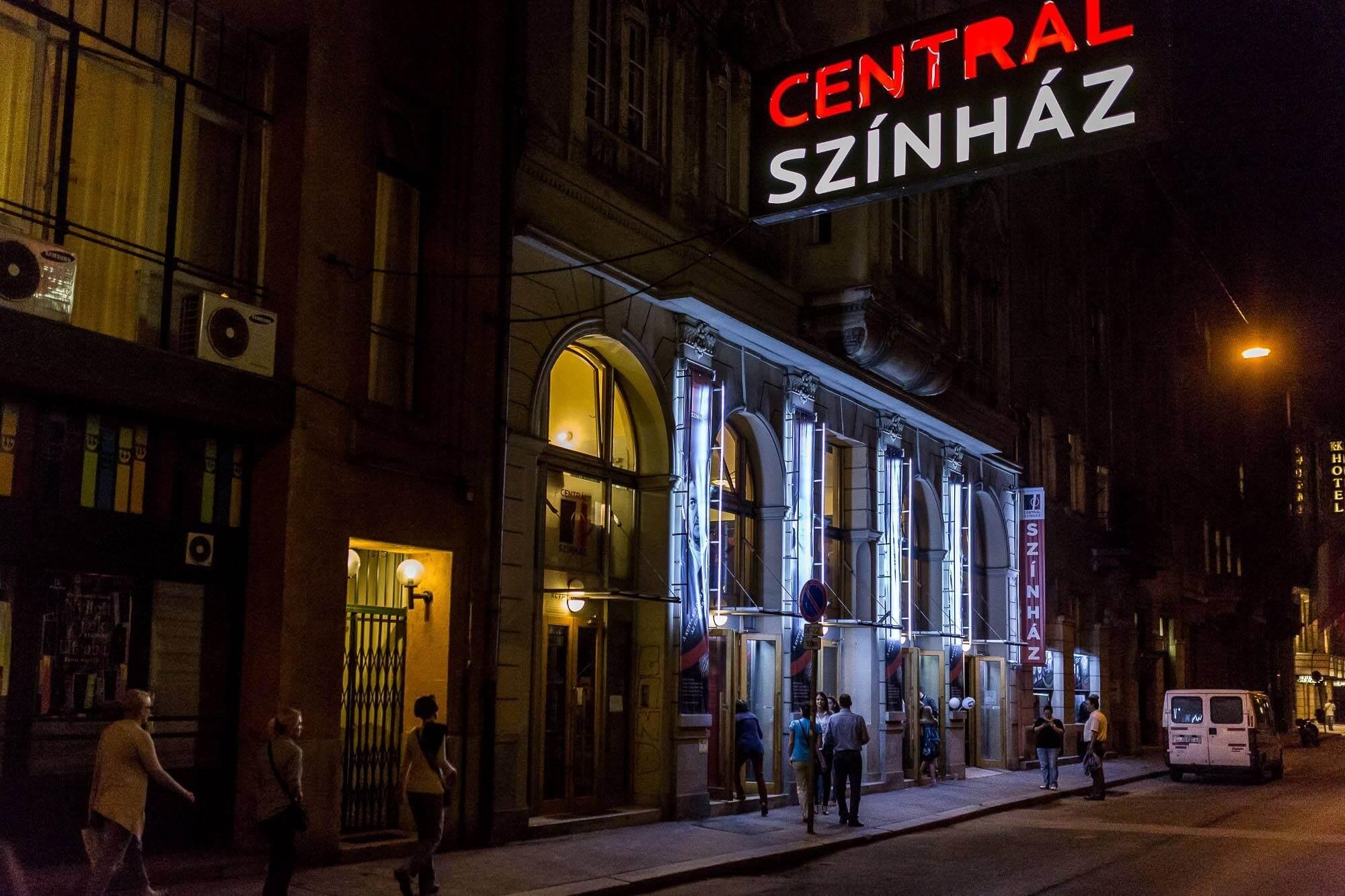 Megújul a 120 éves épületben található Centrál Színház előcsarnoka