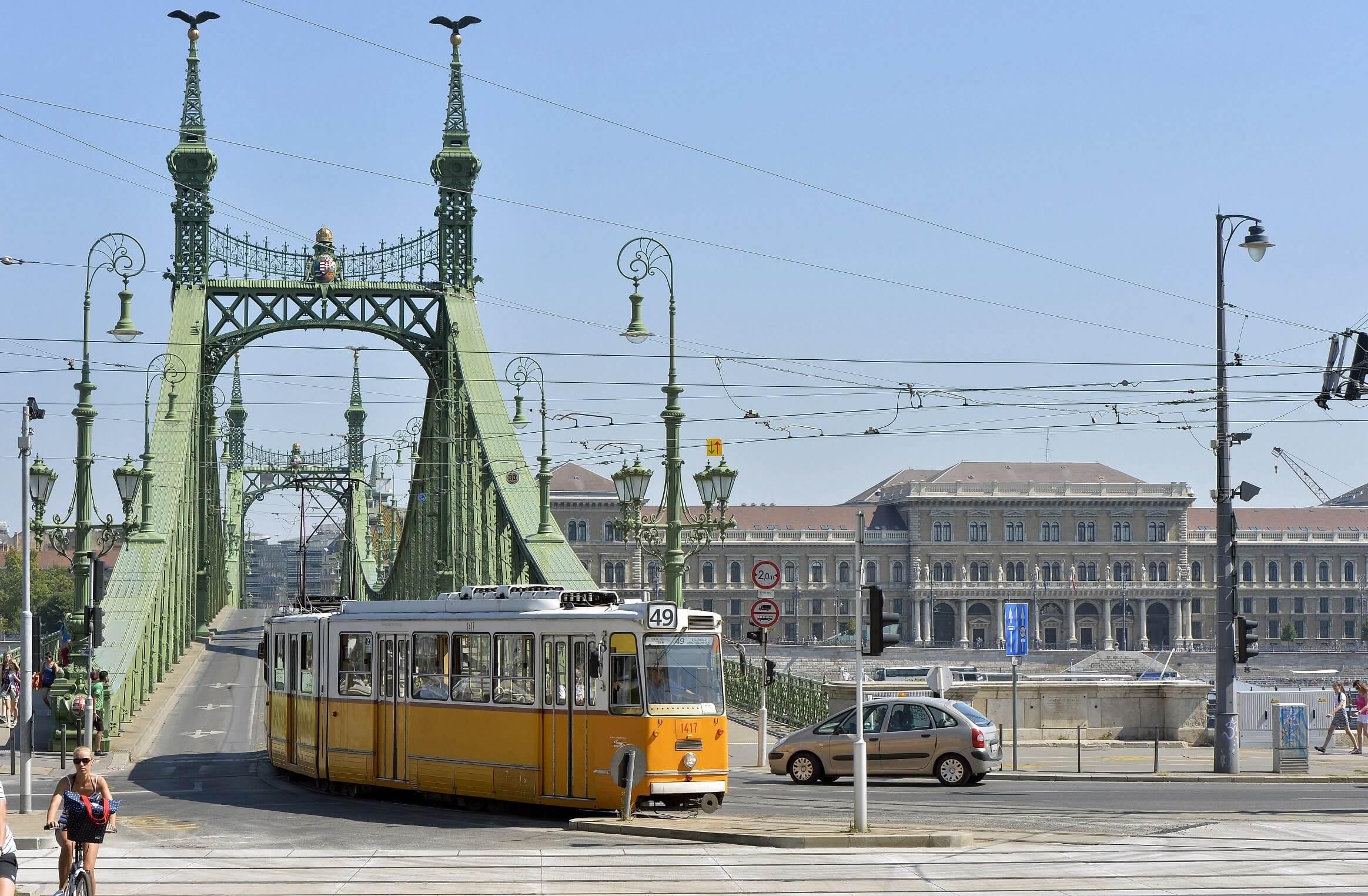 Akadálymentesítette a dél-budai villamosmegállókat a Colas