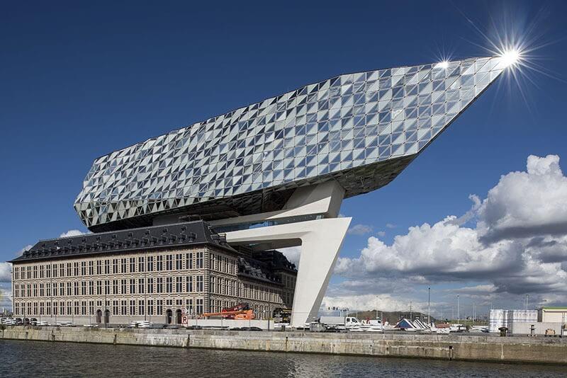 Óriási gyémánthajó díszíti Antwerpen kikötőjét