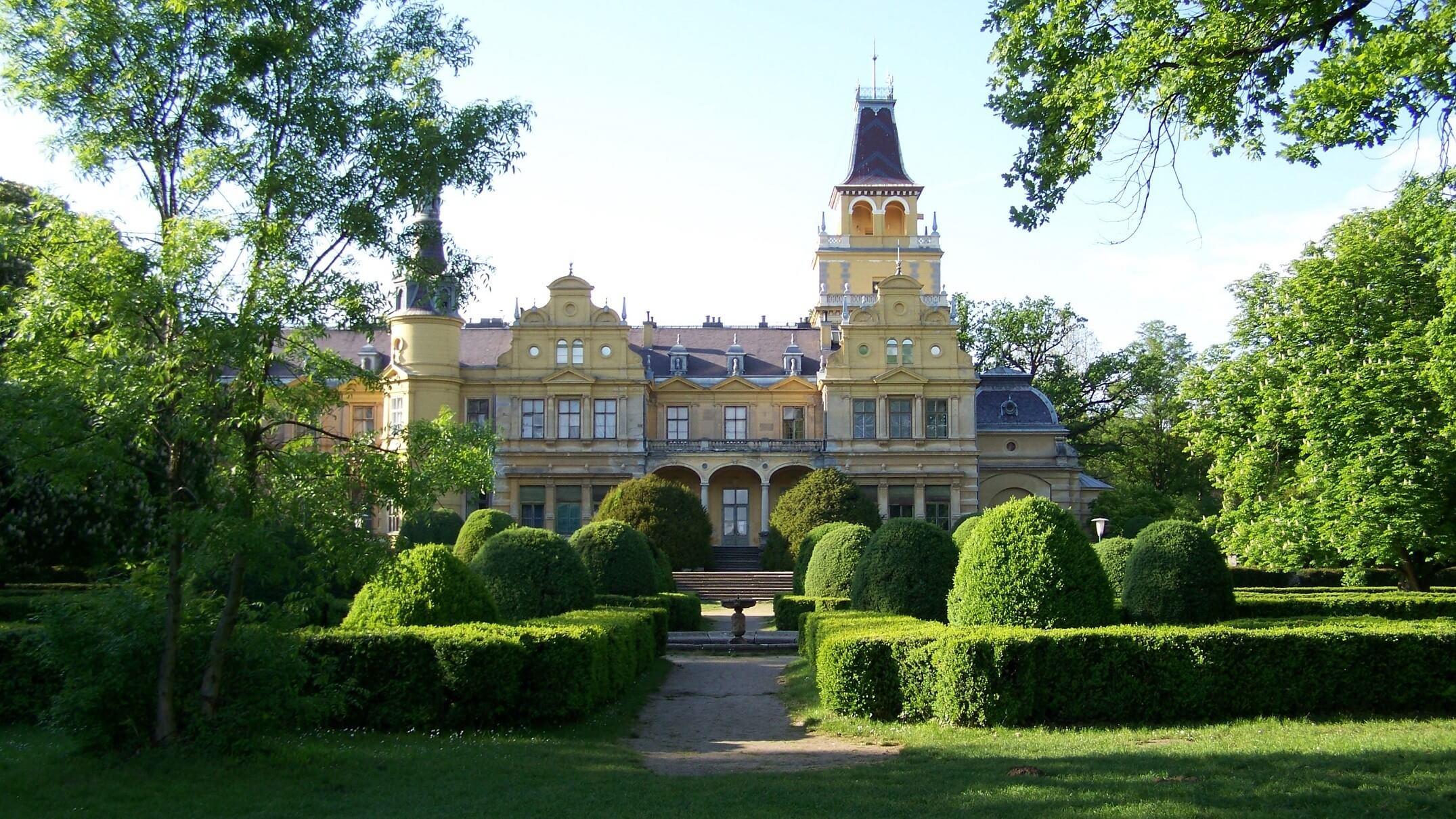 Kerékpárúttal kötnék össze a Békés megyei Wenckheim-kastélyokat