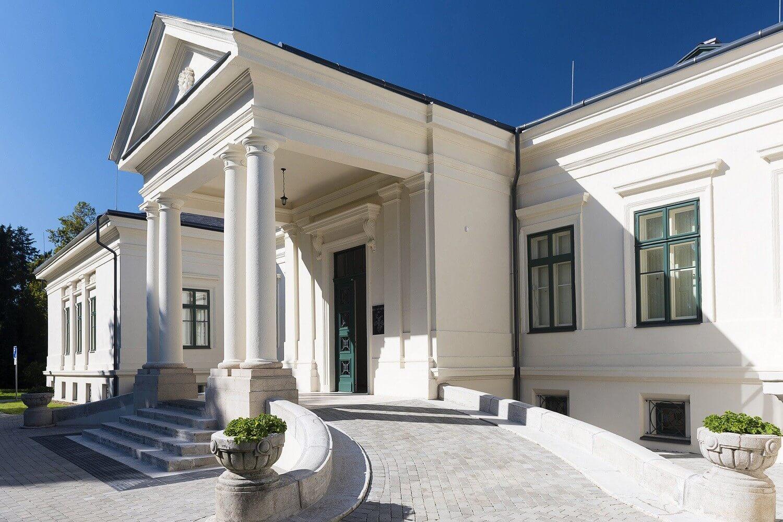 Közel kétszáz éves klasszicista kastély újult meg Szatmárban